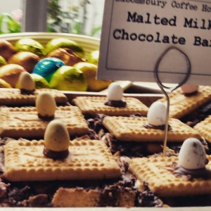Mini Egg Malted Milk Chocolate Bar